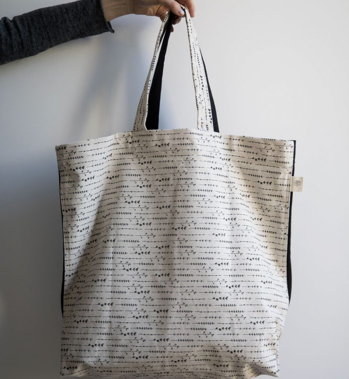 tote-black-branch